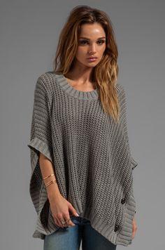 LA Made Jersey Knit Poncho Sweater em Cinza Urze | REVOLVE