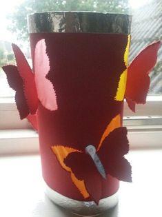 Zelf een lampion maken? De leukste en simpelste lampionnen van verschillende materialen om zelf te maken. Ook geschikt om veilig te knutselen voor Sint Maarten en Halloween. Diy For Kids, Crafts For Kids, Boho Glam Home, Lantern Craft, Diy And Crafts, Arts And Crafts, Kindergarten Art Projects, Butterfly Party, Paper Lanterns