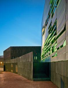 Marble louver facade | North mediterranean health center, Almería, Spain | Ferrer Arcquitectos | photo © David Frutos