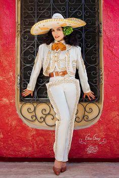 (Female Charo) Lisa Love | Photo by Chris Gomez