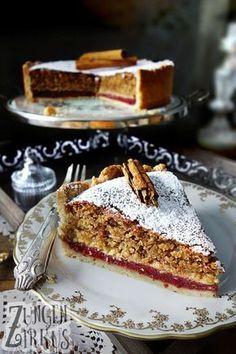Nutty cinnamon cake with plum filling- Nussiger Zimtkuchen mit Pflaumenfüllung Hazelnut cake with cinnamon - Easy Smoothie Recipes, Snack Recipes, Dessert Recipes, Snacks, Cheesecake Recipes, Torte Au Chocolat, Hazelnut Cake, Cinnamon Cake, Cinnamon Desserts