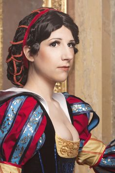 Tsuya 2.0. cosplaying as @Claire Hummel 's historical Snow White. Not a tutorial, but good pictures of details and fabric used.