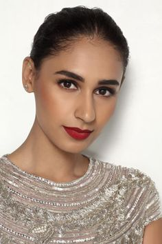 Indian Makeup & Bridal Beauty Trends Get a Bold Update in 2018 Red Lipstick Outfit, Red Lipstick Makeup Looks, Red Lipstick Shades, Best Red Lipstick, Bright Eye Makeup, Lipstick For Fair Skin, Dewy Makeup, Fall Makeup Looks, Bridal Makeup Looks
