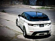 Learn what to anticipate from the 2017 Land Rover Range Rover Sport so you may determine whether now is the time to improve your vehicle. Range Rover Evoque, Range Rover Sport, Range Rovers, Landrover Range Rover, Range Rover Blanc, Range Rover White, Suv Cars, Sport Cars, Fancy Cars