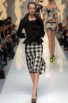 Moschino Spring 2006 Ready-to-Wear Fashion Show - Ines Crnokrak