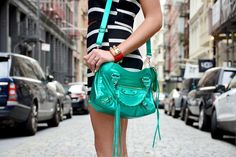 Soho New York, #soytendencia #nyfw15 Soho, Hermes, Nyc, Balenciaga City Bag, Golf Bags, New York, Shoulder Bag, Outfits, Fashion