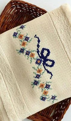 Nice embroidery stitch towel with pattern schema. Mini Cross Stitch, Cross Stitch Rose, Cross Stitch Borders, Cross Stitch Flowers, Cross Stitch Designs, Cross Stitch Embroidery, Cross Stitch Patterns, Bordado Tipo Chicken Scratch, Chicken Scratch Embroidery