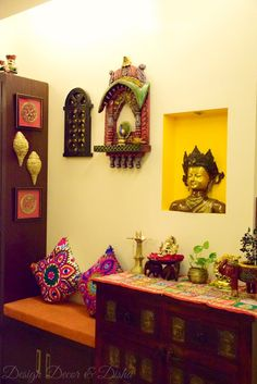 Amazing Ethnic Wall Living Room Decoration Ideas - Food World - Indian Living Rooms Indian Wall Decor, Indian Home Decor, Home Decor Furniture, Diy Home Decor, Indian Interior Design, Diy Interior, Room Interior, Indian Room, Ethnic Home Decor