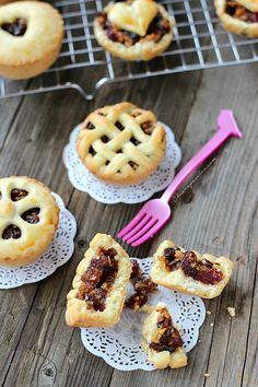 Mini pie con mela, mandorle e uvetta | Chiarapassion