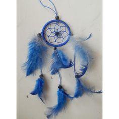 Dreamcatcher warna biru  Diameter : 6 Cm  Tinggi Keseluruhan : 30 Cm  Bahan : Bulu Ayam  Menurut legenda bangsa Indian, Dreamcatcher itu punya banyak arti dan biasanya digunakan untuk menangkap mimpi-mimpi yang bagus. Sedangkan untuk mimpi buruk dipercaya akan terjebak di tali temalinya lalu hilang beserta terbitnya matahari,  Nah si dreamcatcher ini selain sebagai penangkap mimpi yang banyak dipercayai orang2, bisa jadi hiasan ruangan yang antik. Bisa juga dipake buat kalung, atau gantungan…