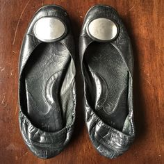 Born black flats Black flats that are super comfortable. They just need a shoe shine and they are ready to go! Born Shoes Flats & Loafers