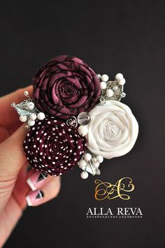 Fabric Rosette, Fabric Brooch, Fabric Flower Tutorial, Burlap Flowers, Lace Flowers, Crochet Flowers, Brooches Handmade, Handmade Flowers, Cloth Flowers