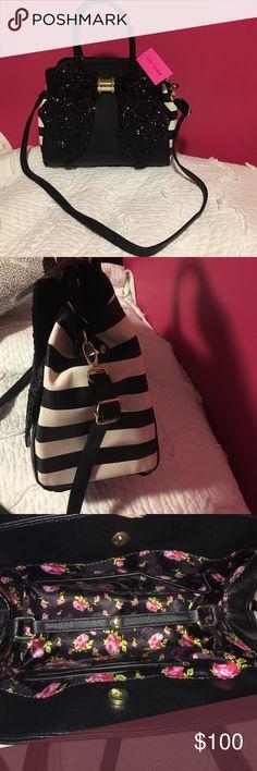 Betsey Johnson oversized bow purse Betsey Johnson oversized bow black purse. Brand new with tags. Betsey Johnson Bags Totes