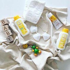 Morning baths, laughs and #weledamama moments you'll cherish forever 👶🌼🐸 @emiliachochia . . . #weleda #inharmonywithnature #baby #babycare #naturalbaby #nonasties #organic #natural #natureswisdom #calendula #bathtime