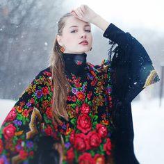 Styling babushka balck floral scarf for winter months. Photo by Kate Toluzakova