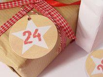 Adventskalenderzahlen Adventskalender Zahlen 28 Grafik Design, Christmas Presents, Drink Sleeves, Gift Tags, Gifts, Paper, Beautiful Things, Craft Items, Creative Ideas