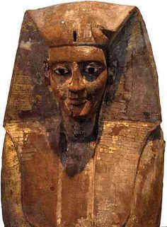 La dinastía XVII la podemos situar entre el 1580 y 1550 a.C., en un periodo histórico denominado Segundo Periodo Intermedio (1800 – 1550), en el sur del Reino de Egipto.