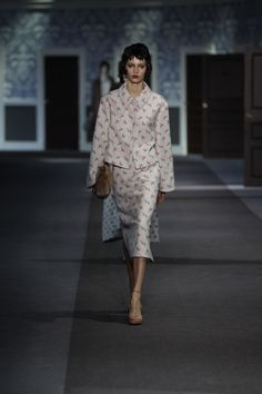A look from the Louis Vuitton Fall/Winter 2013-2014 Women's Fashion Show. © Louis Vuitton / Ludwig Bonnet