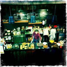Où Marion Cotillard mange-t-elle son bagel quand elle monte à Bruxelles?