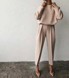 Fine Outfit Ideas Spring You Should Already Own outfit ideas spring, Mode femme Classy Outfits, Chic Outfits, Fall Outfits, Vintage Outfits, Fashion Outfits, Paris Outfits, Sneakers Fashion, Pretty Outfits, Edgy Work Outfits