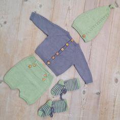 Sæt til lille dreng - opskrift fra @klompelompe #klompelompe #mormorstrik #lue #cardigan #shorts #sokker #knitted #babyboy #babystrik #knits #babyknits #instaknit #knitstagram #mormorstrikk #guttestrikk #drengestrik #sommerstrik #forårsbaby2016 #woodenbuttons #knotontop #strikket #outfit