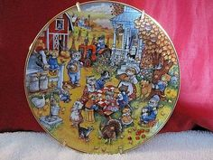 """Franklin Mint """"A Purrfect Feast"""" Bill Bell Porcelain Collector Cat Plate with Gold Wall Hanger Strap. Good pre-owned condition with nothing broke, cracked, nicked or chipped. Wall Decor Pictures, Franklin Mint, Gold Walls, Wall Hanger, Cat Art, The Collector, Vintage Items, Porcelain, Pottery"""