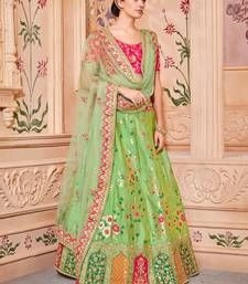 Huge collection of Lehengas and Chaniya Choli for wedding/Bridal, party, festival at most attractive price range. Find variant designs and collection of stylish Lehenga Choli designs at Eanythingindia available in USA, UK, AUSTRALIA. Green Lehenga, Indian Lehenga, Silk Lehenga, Lehenga Blouse, Silk Dupatta, Silk Sarees, Bridal Lehenga Online, Lehenga Choli Online, Simple Lehenga Choli