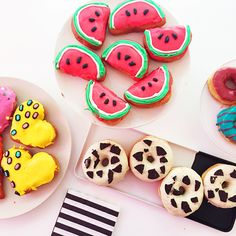 california donuts via preptista! Delicious Donuts, Yummy Food, California Donuts, Just Donuts, Yummy Treats, Sweet Treats, Homemade Donuts, Whats For Lunch, Great Desserts