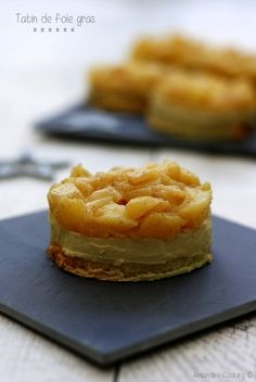 A new recipe for a festive aperitif based on foie gras that I find rather original to change a bit from classic toast. However we still find the toast bread and foie gras! But presented tarte tatin with a little … Christmas Brunch, Christmas Breakfast, Christmas Desserts, Tapas Recipes, Yogurt Recipes, Tostadas, Mousse, Healthy French Toast, Quiche