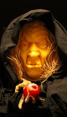 This is a carved pumpkin (with cape and apple props added). Looks great! 3d Pumpkin Carving, Amazing Pumpkin Carving, Pumpkin Art, Pumpkin Faces, Pumpkin Crafts, Pumpkin Ideas, Creepy Halloween Decorations, Halloween Masks, Halloween Pumpkins