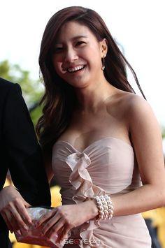 Kim So Eun Kim So Eun, Boys Over Flowers, Evening Dresses, Korea, Wonder Woman, Actresses, Superhero, Beautiful, Fashion