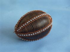 Odrátovaná vajíčka Egg Decorating, Wire Work, Easter Eggs, Beads, Metal, Diy, Beading, Bricolage, Bead