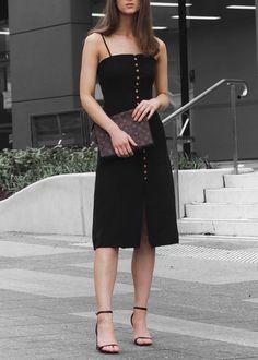 Robe midi style de rue fashion / Fashion week … - Cocktail dress new Fashion Mode, Fashion Week, Look Fashion, Trendy Fashion, Fashion Trends, Fashion Night, Fashion Spring, Fashion Ideas, Trendy Dresses