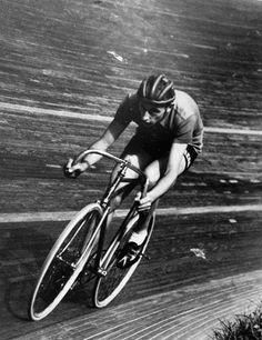 Fausto Coppi, 1942, Vigorelli Velodrome, Milan, Record de l'heure : 45.798 km