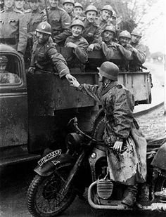troops of the Ustasa displace German units in the fight against partisans; on the lorry Ustasa soldiers, on the motorbike a member of the German Armed Forces - 1941 - photographer: Wolfgang Weber - pin by Paolo Marzioli German Soldiers Ww2, German Army, Ww2 Pictures, Historical Pictures, Military Photos, Military History, Germany Ww2, War Dogs, War Photography