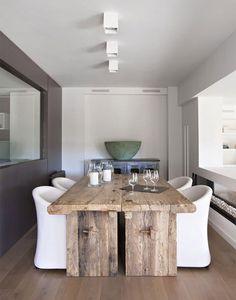 Upea pöytä