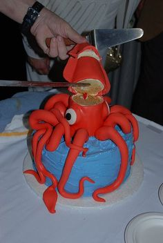 Beth Johnson from Cloth and Fodder spotted Flickr user gabesnider's awesome giant squid cake in her research for a friend's birthday. I can't wait to see w