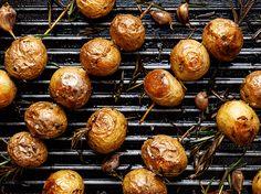 Essas batatas são perfeitas para acompanhar um churrasco delicioso. Chef: Bobby Flay