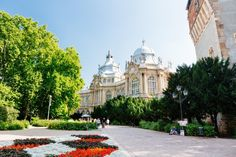 Take a city trip to wonderful Budapest! Discover the most beautiful tourist attractions by bus and on a guided walk through the historic centre. Day Trips From Vienna, Capital Of Hungary, Budapest, Taj Mahal, Most Beautiful, Tours, City, Building, Travel