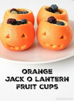 Orange jack o lantern fruit cups. Super simple, quick and easy healthy Halloween party idea for kids Orange jack o lantern fruit cups. Super simple, quick and easy healthy Halloween party idea for kids Halloween Fruit, Halloween School Treats, Halloween Activities For Kids, Halloween Baking, Halloween Food For Party, Easy Halloween, Vintage Halloween, Childrens Halloween Party, Halloween Recipe