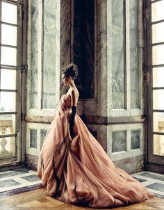 Dior Style Couture, Dior Couture, Couture Fashion, Paris Chic, Christian Dior, Estilo Glamour, Vestidos Retro, Look Formal, Patrick Demarchelier