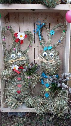 Hasen aus Heu Easter Crafts, Hanukkah, Christmas Wreaths, Craft Ideas, Holiday Decor, Craft, Homemade, Nature, Animales
