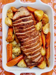 This Slow Cooker Tri-Tip Roast is the perfect Sunday, or any day, supper! Start it in the morning and have a delicious meal that evening! Slow Cooker Tri Tip, Slow Cooker Roast, Slow Roast, Keto Crockpot Recipes, Slow Cooker Recipes, Delicious Recipes, Yummy Food, Tritip Roast Recipes, Flank Steak Recipes