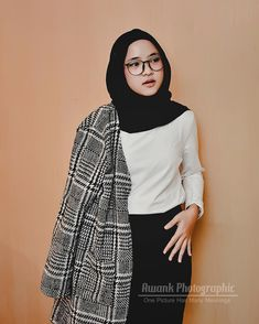 Khoirunnisa atau lebih dikenal Nissa 'Sabyan' kini menjadi populer di kalangan masyarakat. Namanya menjadi Casual Hijab Outfit, Ootd Hijab, Girl Hijab, Casual Outfits, Beautiful Girl Image, Beautiful Hijab, Beautiful Asian Girls, Muslim Fashion, Hijab Fashion