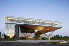 Marvelous-Originally-Shaped-Office-Building-Modern-Exterior-Design-Ideas-915x610.jpg (915×610)