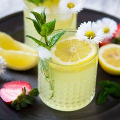 Sparkling limoncello cocktail. A sparkling limoncello cocktail that's fresh juicy and delicious. Made with only 3 simple ingredients this cocktail is perfect for spring! #drinks #cocktails #recipes
