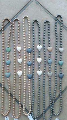 Beige en blou Wooden Bead Necklaces, Wooden Jewelry, Wooden Beads, Stone Jewelry, Yarn Necklace, Scarf Jewelry, Beaded Jewelry, Handmade Jewelry, Beaded Crafts