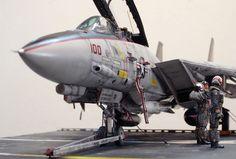 """F-14 Black Knights"" 1/32 TAMIYA F-14. By ""Doozy"" Yasu OKUGAWA. #scale_model #diorama"