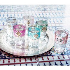 Moroccan tea glasses: they change colours when you pour iced beverage inside! Moroccan tea glasses: they change colours when you pour iced beverage inside! Moroccan Design, Moroccan Decor, Moroccan Style, Have A Nice Afternoon, Tea Glasses, Tea Culture, Moroccan Interiors, My Tea, Tea Set