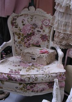 """""""Granny's Antique Mall"""" Temecula, CA.  Nancy of """"Touched by Time"""" pink wall space"""